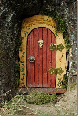 magical-diy-fairy-door-tutorial-L-wQWl8D
